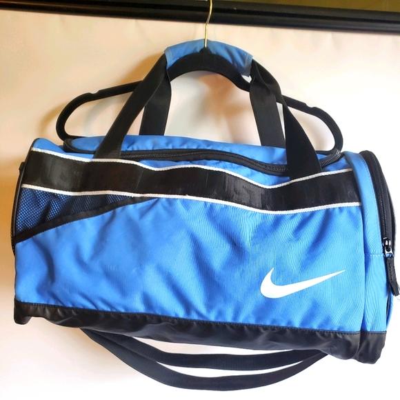 NIKE DUFFLE BAG TRAVEL BLUE AND BLUE